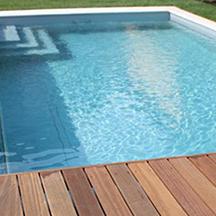 Massive Schwimmbecken